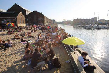 Amsterdam terras aan het water
